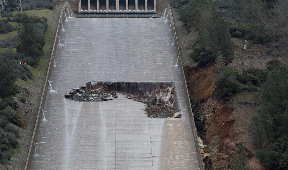 La diga di Oroville sta crollando