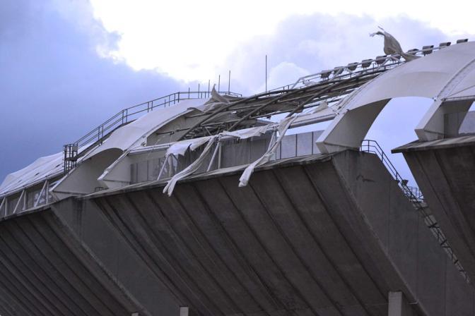 Teloni strappati stadio San Nicola