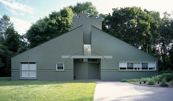 Robert Venturi, less is a bore