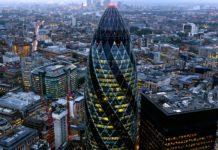 """Il """"Cetriolo"""" di Londra: l'approccio biomimetico per contrastare l'azione del vento"""