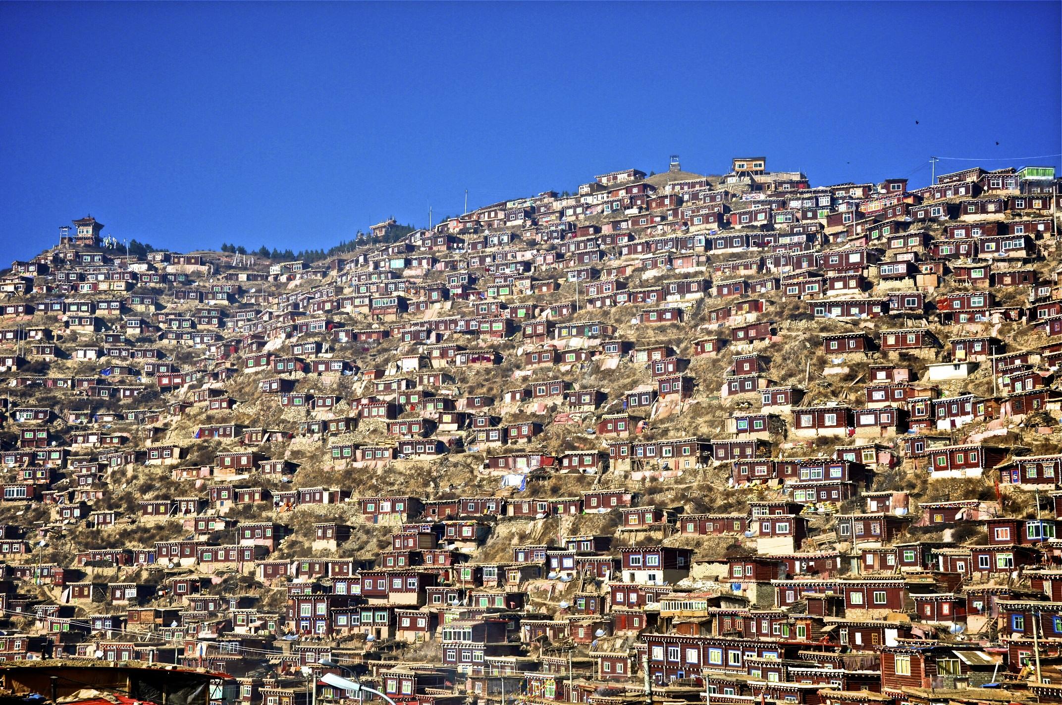 L'Istitituto buddista di Larung Gar, un caso internazionale sconosciuto