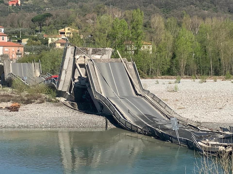Crolla il ponte di Caprigliola tra La Spezia e Massa: gli aggiornamenti