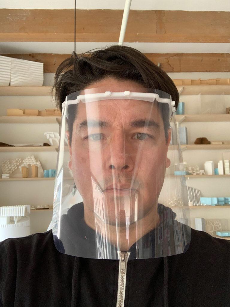Anche gli studi di architettura iniziano a produrre dispositivi di protezione