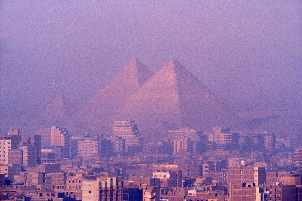 Il nuovo ponte egiziano a Giza, un'infrastruttura incivile