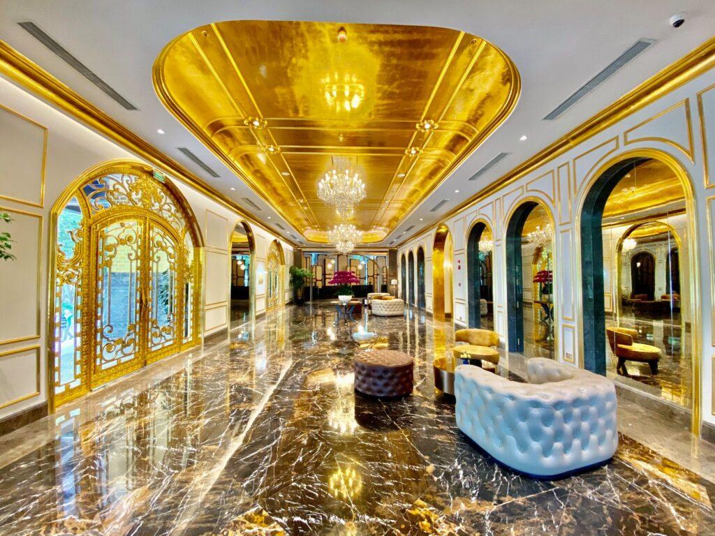 Inaugurato il primo edificio placcato in oro