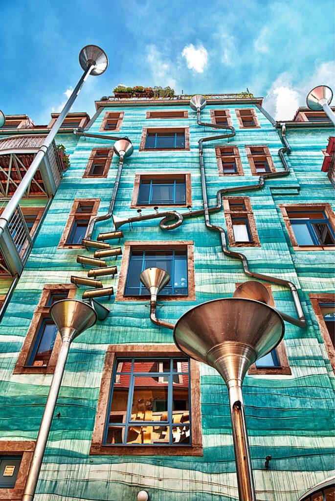 Il palazzo che suona con la pioggia di Dresda
