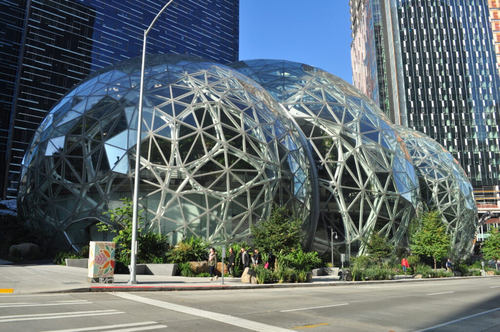 The Spheres, le sfere di vetro immerse nel verde sede di Amazon
