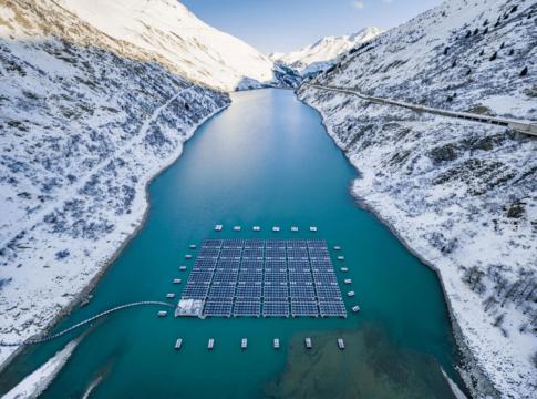 Impianti fotovoltaici galleggianti. Ph. yuso.be