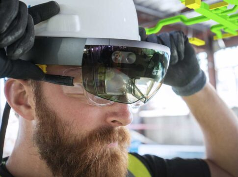 Mixed Reality in cantiere grazie all'elmetto con visore