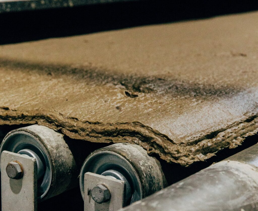 Gli scarti della carta diventano materiale da costruzione