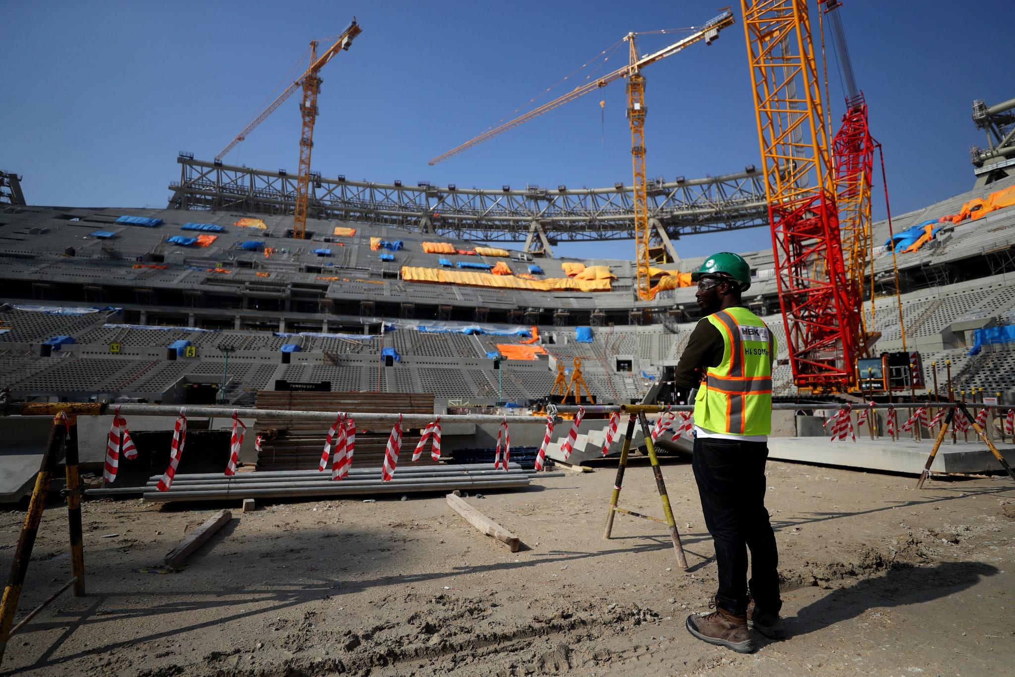 6.500 lavoratori morti sui cantieri degli stadi in Qatar