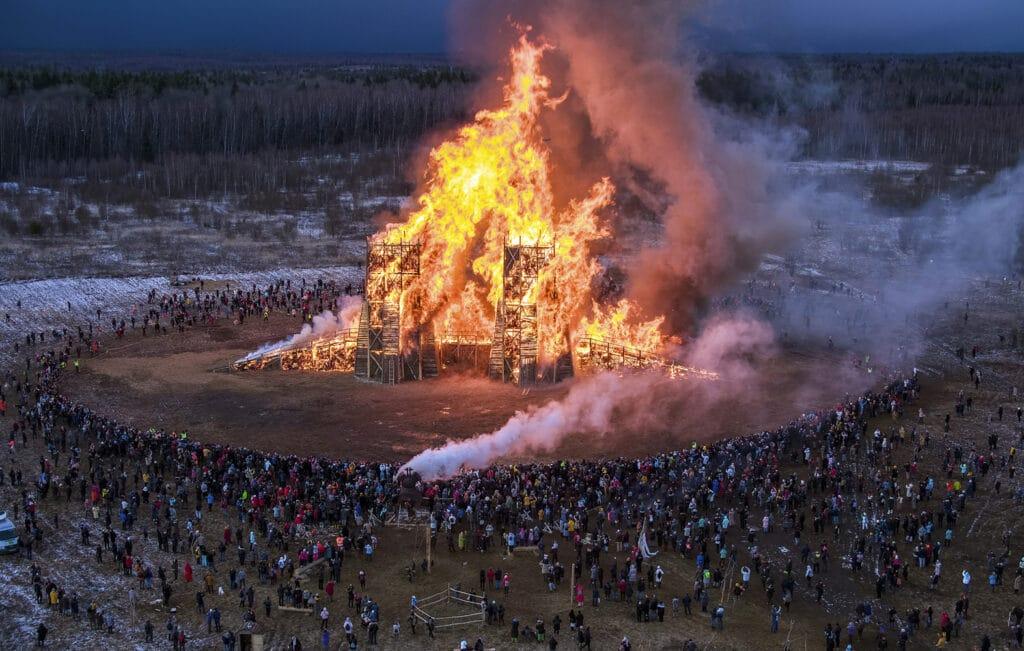 Architettura in fiamme contro il cambiamento climatico