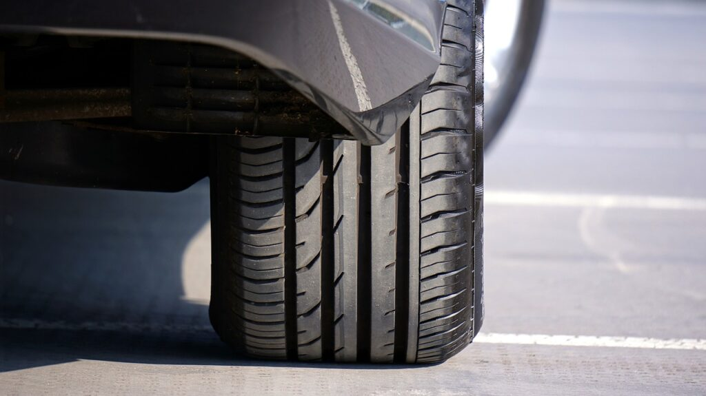 """Sicurezza stradale e incidenti, il peso """"nascosto"""" degli pneumatici"""