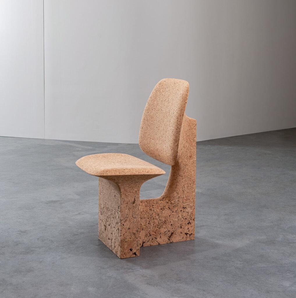 Dal sughero bruciato Noé Duchaufour-Lawrance crea mobili