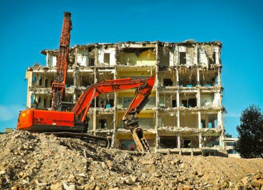Stop abusivismo: il Governo si impegna per le demolizioni